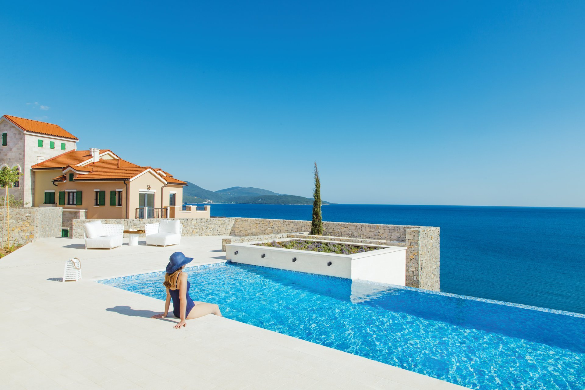 lustica-bay-montenegro-lifestyle-swimming-pool-5616×3744-0101-1920×1280
